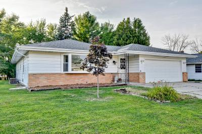 West Bend Single Family Home Active Contingent With Offer: 522 Sheridan Dr