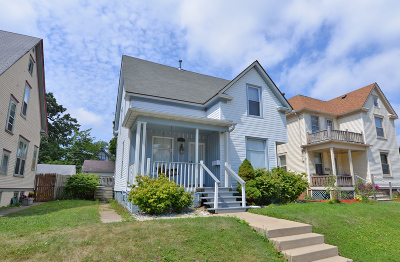 Racine Single Family Home For Sale: 1518 Holmes Ave