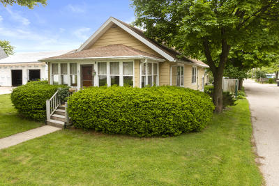 Lake Geneva Single Family Home Active Contingent With Offer: 827 Clover St