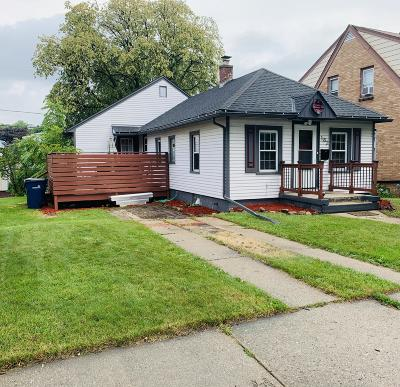 Milwaukee WI Single Family Home For Sale: $149,900