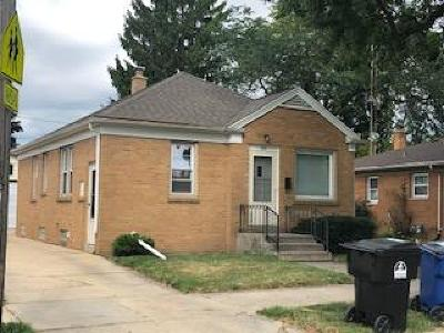 Racine Single Family Home Active Contingent With Offer: 320 Chicago St