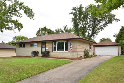Menomonee Falls Single Family Home For Sale: W150n8342 Saxony Dr