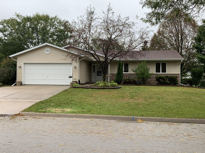 Watertown Single Family Home For Sale: 870 Oakwood Ln