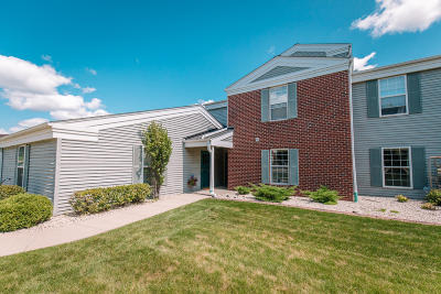 Pewaukee Condo/Townhouse Active Contingent With Offer: N17w26860 Milkweed Ln #C