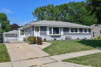 Milwaukee Single Family Home For Sale: 3609 S 95th St