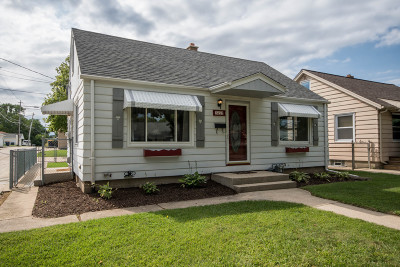 West Allis Single Family Home Active Contingent With Offer: 2657 S 94th St