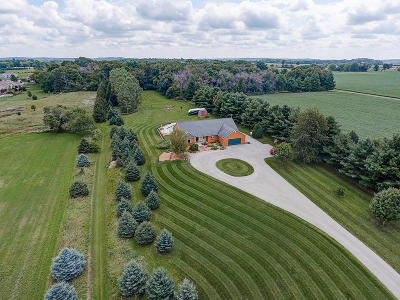 Oconomowoc Single Family Home Active Contingent With Offer: W334n8400 Stone Bank Rd