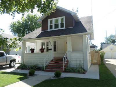 Kenosha Single Family Home For Sale: 6816 21st Ave