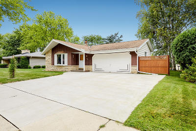 Waukesha Single Family Home Active Contingent With Offer: 1135 Green Valley Dr