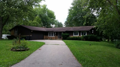Mukwonago Single Family Home Active Contingent With Offer: W1485 Brassie Dr