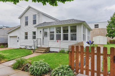 Lake Mills Single Family Home For Sale: 223 Water St