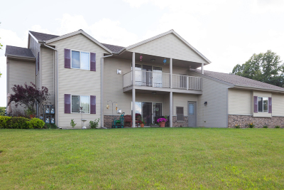 West Bend Condo/Townhouse Active Contingent With Offer: 971 Spring Ct