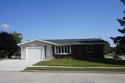 Kenosha Single Family Home For Sale: 5206 53rd St