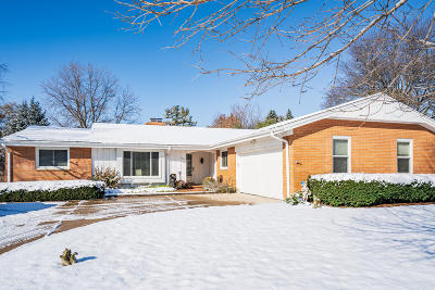 Milwaukee Single Family Home For Sale: 7821 N Mohawk Rd