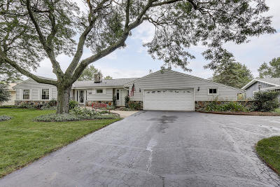 Waukesha County Single Family Home For Sale: 1106 Belmont Dr