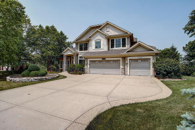 Muskego Single Family Home For Sale: W188s8939 Creekside Ct