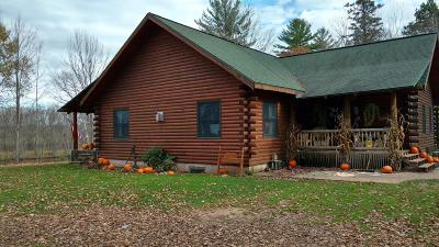Marinette County Single Family Home For Sale: 6210 Payette Rd.
