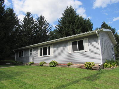 Pell Lake Single Family Home Active Contingent With Offer: N1250 Walnut Rd