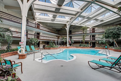 Greenfield Condo/Townhouse Active Contingent With Offer: 5200 S Tuckaway Blvd #101