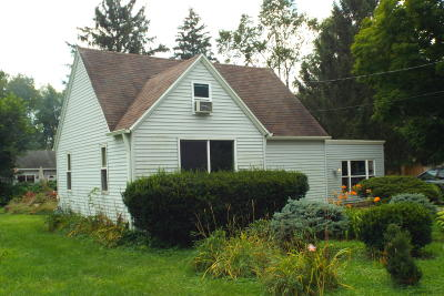 Walworth County Single Family Home Active Contingent With Offer: W1421 Highland Blvd