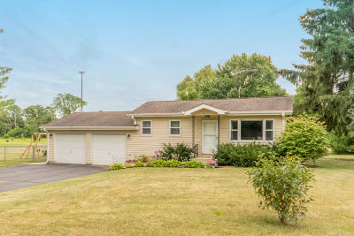 Walworth County Single Family Home Active Contingent With Offer: W1069 Evergreen Rd