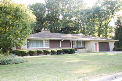 Lake Mills Single Family Home Active Contingent With Offer: 608 W Prospect St