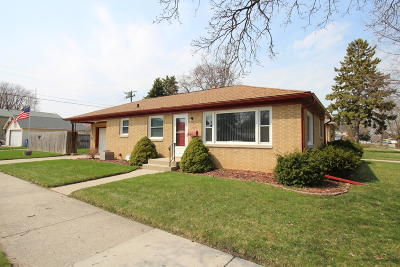 Racine Single Family Home For Sale: 1400 Shoreland Dr