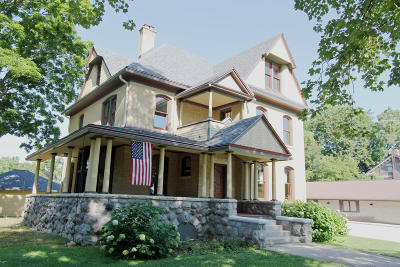 Walworth County Single Family Home For Sale: 16 N Church St