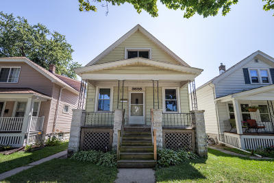 Milwaukee County Single Family Home For Sale: 3655 E Underwood Ave