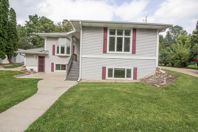 Walworth County Single Family Home For Sale: N9046 E Miramar Dr