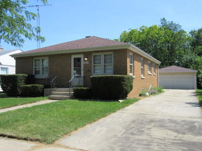 Kenosha Single Family Home Active Contingent With Offer: 3821 17th Ave