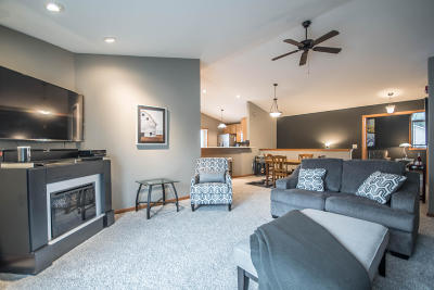 Mukwonago Condo/Townhouse Active Contingent With Offer: 360 E Veterans Way #5