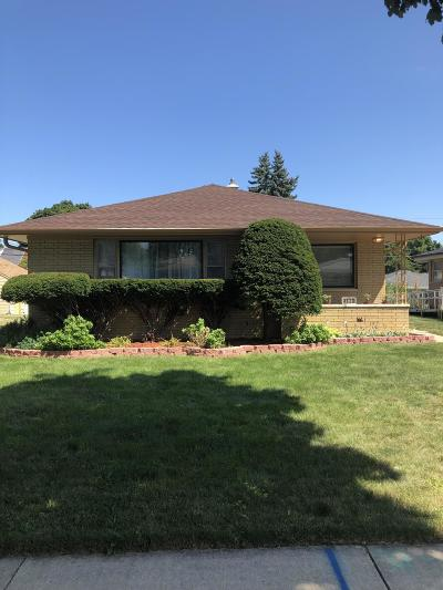 Milwaukee Single Family Home For Sale: 4630 N 78th
