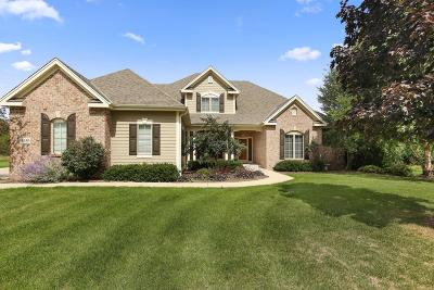 Waukesha County Single Family Home For Sale: 1240 Four Winds Way