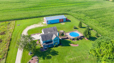 West Bend Single Family Home For Sale: 541 Knollwood Rd