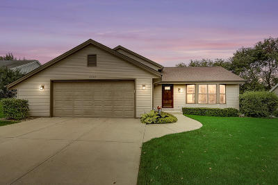Waukesha Single Family Home For Sale: 2737 Brighton Dr
