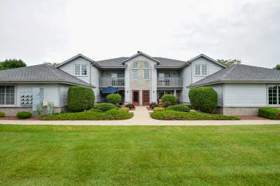 Pewaukee Condo/Townhouse For Sale: 921 Quinlan Dr #G