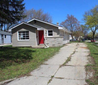 Milwaukee, Waukesha, Wauwatosa, Menomonee Falls, New Berlin, Butler, Pewaukee, Glendale, Bayside, Shorewood, Oak Creek, Greendale, Hales Corners, Elm Grove Single Family Home For Sale: 6900 N Sussex St