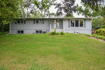 Muskego Single Family Home For Sale: S71w19307 Hillview Dr