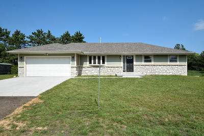 Elkhorn WI Single Family Home For Sale: $230,000