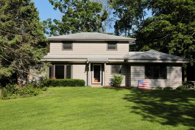 Waukesha County Single Family Home For Sale: 1618 S Arcadian Dr