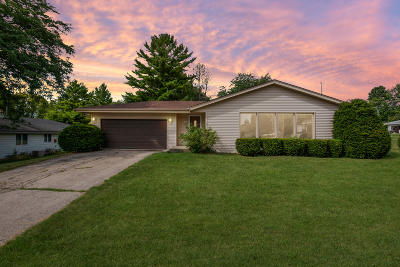 Ozaukee County Single Family Home For Sale: 1661 Willow Ct