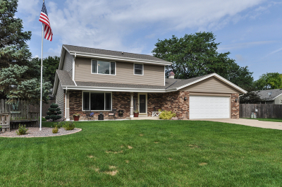 Waukesha County Single Family Home For Sale: 15145 W Harcove Ct