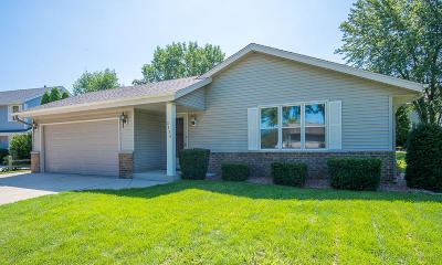 Oak Creek Single Family Home For Sale: 2135 E Village Dr