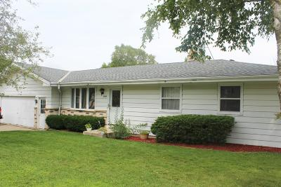 West Bend Single Family Home For Sale: 1414 Roosevelt Dr S