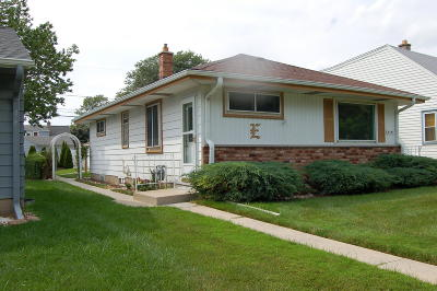 Milwaukee WI Single Family Home For Sale: $145,000