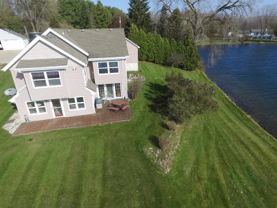 West Bend Single Family Home For Sale: 2473 N Wallace Lake Dr