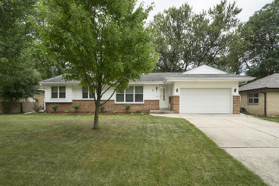 Milwaukee Single Family Home For Sale: 10905 W Derby Ave