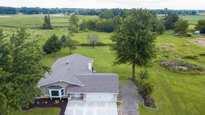 Racine County Single Family Home For Sale: 21640 Schroeder Rd