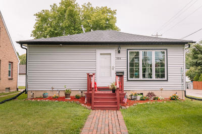Milwaukee Single Family Home For Sale: 3854 S 17th St